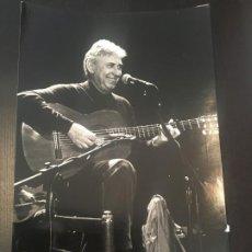 Fotos de Cantantes: (M) MÚSICA FOTOGRAFIA ORGINAL DEL CANTANTE RAIMON , AÑOS 90 FOT. JUAN MIGUEL MORALES, FOT.. Lote 199800661