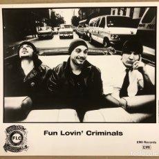 Fotos de Cantantes: FUN LOVIN' CRIMINALS. FOTOGRAFÍA ORIGINAL PROMOCIONAL DISCOGRÁFICA EMI RECORDS. 1995.. Lote 207131845