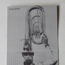 Fotos de Cantantes: POSTAL DOBLE GEORGE MARTIN SGT. BEATLES FAN CLUB ESPAÑA NAVIDAD 2003 COLOR GRIS. Lote 210271280