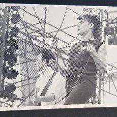 Fotos de Cantantes: U2 FOTO POSTAL DEBBIE LEAVITT. Lote 210654500