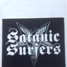 Fotos de Cantantes: PEGATINA SATANIC SURFERS STICKER 10,7X9CMS. Lote 211976133