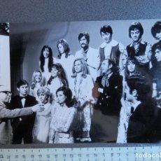 Photos de Chanteurs et Chanteuses: FOTOGRAFÍA ORIGINAL ÉPOCA: MASSIEL, MARISOL, LOS BRINCOS, TRÍO LA,LA,LA, J PRAT Y L. VALENZUELA. Lote 213057952