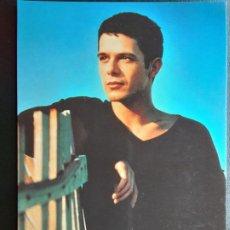 Photos de Chanteurs et Chanteuses: POSTAL DE ALEJANDRO SANZ, ALKAZUL AÑO 1996. Lote 213390877