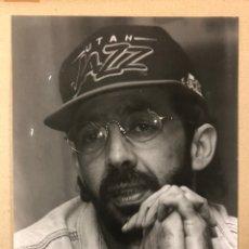 Fotos de Cantantes: JUAN LUIS GUERRA. FOTOGRAFÍA GRAN FORMATO EN B/N RUEDA PRENSA HOTEL ERCILLA (BILBAO) 1993.. Lote 216569251