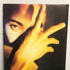 """Fotos de Cantantes: TERENCE TRENT D'ARBY """"NEITHER FISH NOR FLESH"""" (1989). CARTEL PROMOCIONAL DEL ÁLBUM CON SOPORTE. Lote 216933091"""