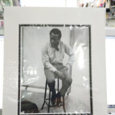 Fotos de Cantantes: FOTO MILES DAVIS 23.5X9 EN PERFECTO ESTADO.FOTO HECHA EN 1959. Lote 221763267