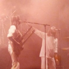 Fotos de Cantantes: FOTO ORIGINAL, PHIL COLLINS Y MIKE RUTHERFORD. CONCIERTO GÉNESIS (MANCHESTER,1980). Lote 224186417
