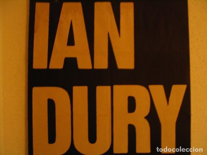 Fotos de Cantantes: IAN DURY & THE BLOCKHEADS CARTEL ORIGINAL CASCAIS PORTUGAL GIRA 1981 TOUR 89X59 - Foto 5 - 227562825