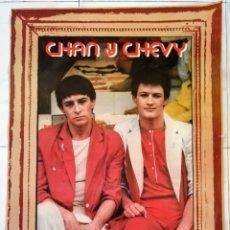 Fotos de Cantantes: CHAN Y CHEVY.. CARTEL PROMOCIONAL HISPAVOX 1979. ENVIO CERTIFICADO INCLUIDIO.. Lote 232984505