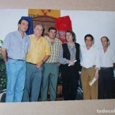 Fotos de Cantantes: FOTO DE RAPHAEL CON EL FUNDADOR DE LO QUE ES HOY SU CASA MUSEO DE LINARES. Lote 235261285