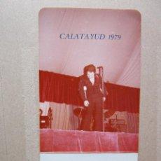 Fotos de Cantantes: FOTO DE RAPHAEL EN DIRECTO CALATAYUD 1979. Lote 235317925