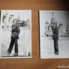 Fotos de Cantantes: 2 FOTOS DE RAPHAEL EN MOSCU PLAZA ROJA. Lote 235518400