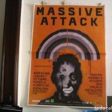 Fotos de Cantantes: MASSIVE ATTACK CARTEL ORIGINAL MADRID BARCELONA 2010 GIRA TOUR 140X100. Lote 236922520