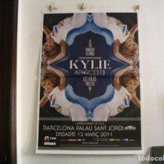 Fotos de Cantantes: KYLIE MINOGUE CARTEL ORIGINAL BARCELONA 2011 GIRA LES FOLIES TOUR 140X100. Lote 236923740