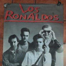 Fotos de Cantantes: POSTER LOS RONALDOS 1986 1987 1988 GIRA AÑOS 80 GIGANTE FOTO PACO RUBIO POP MOVIDA. Lote 236988765