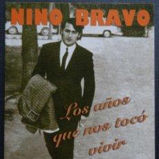 Fotos de Cantantes: POSTAL ANUNCIADORA DE LA BIOGRAFÍA DE NINO BRAVO; LOS AÑOS QUE NOS TOCO VIVIR. Lote 246452155