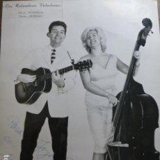 Fotos de Cantantes: LOS HOLANDESES VOLADORES DUO CANTANTES FOTOGRAFIA CON FIRMA AUTOGRAFA 18 X 23 CMTS. Lote 265414989