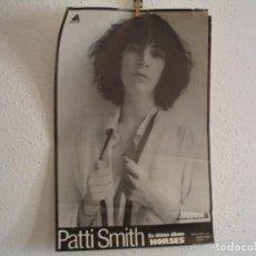 Fotos de Cantantes: PATTI SMITH CARTEL ORIGINAL ÚLTIMO ÁLBUM HORSES 1976 ARISTA 65X43. Lote 269405378