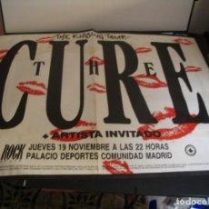 Fotos de Cantantes: THE CURE CARTEL ORIGINAL GIRA KISSING TOUR 1987 MADRID 87X120. Lote 293919338