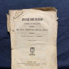 Livrets d'opéra: JUGAR CON FUEGO LIBRETO ZARZUELA EN TRES ACTOS VENTURA DE LA VEGA BARBIERI MADRID 1853 21X14,5CMS. Lote 229584505