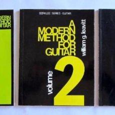 Partituras musicales: A MODERN METHOD FOR GUITAR (3 LIBROS) WILLIAM G. LEAVIT BERKLEE PRESS PUBLICATIONS. Lote 64599811
