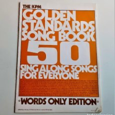 Partituras musicales: LIBRETO, GUIA U OTRO THE KPM GOLDEN STANDARDS SONG BOOK 50 SING ALONG SONGS - 18 X 26.CM. Lote 244440665