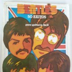 Partituras musicales: LIBRITO DE 50 ÉXITOS PARA GUITARRA DE THE BEATLES. Lote 243831000