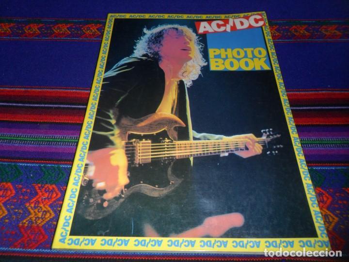 EN INGLÉS. AC DC AC/DC HEAVY METAL PHOTO BOOK. OMNIBUS PRESS 1983. 128 PGNS ALUCINANTES. (Música - Revistas, Manuales y Cursos)