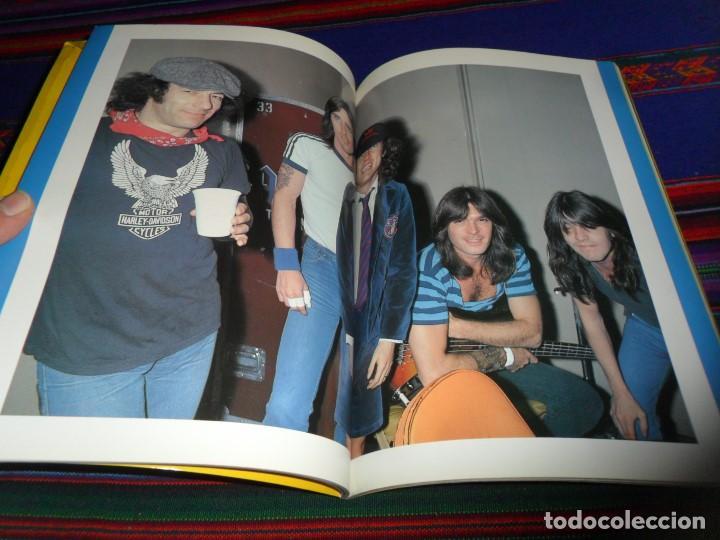 Revistas de música: EN INGLÉS. AC DC AC/DC HEAVY METAL PHOTO BOOK. OMNIBUS PRESS 1983. 128 PGNS ALUCINANTES. - Foto 10 - 104617831