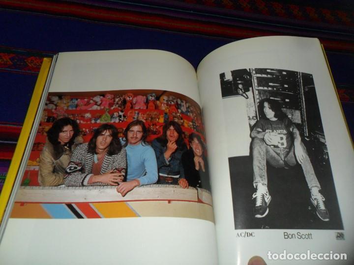 Revistas de música: EN INGLÉS. AC DC AC/DC HEAVY METAL PHOTO BOOK. OMNIBUS PRESS 1983. 128 PGNS ALUCINANTES. - Foto 12 - 104617831