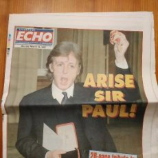 Revistas de música: BEATLES MCCARTNEY PERIODICO LIVERPOOL ECHO AÑO 97 CONDECORACIÓN SIR PAUL. Lote 147076758