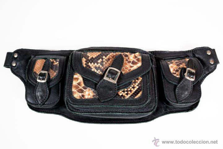 Nuevo: Riñonera en cuero con apliques metálicos y piel de cobra - Foto 2 - 43331642