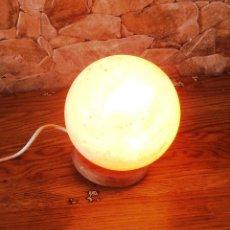 Nuevo: LAMPARA DE SAL DEL HIMALAYA CON FORMA DE ESFERA. Lote 145156088