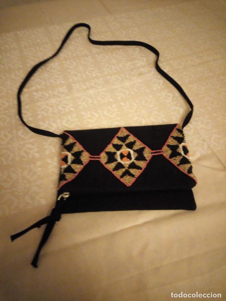 Nuevo: Bonito bolso hecho de tejido negro con pedrería. - Foto 2 - 139660602
