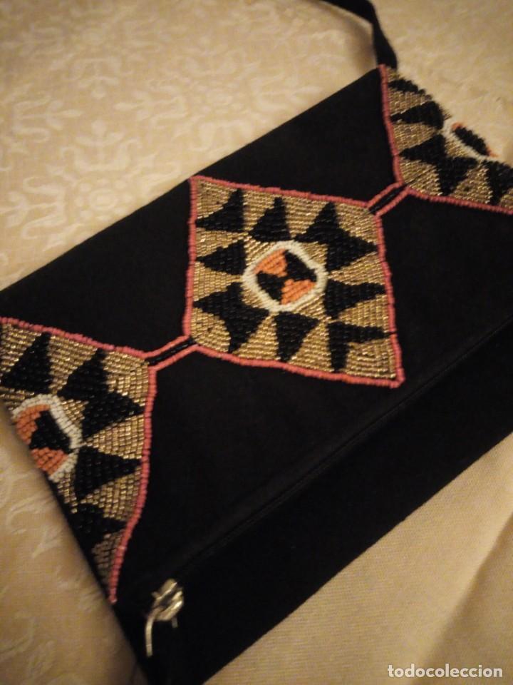 Nuevo: Bonito bolso hecho de tejido negro con pedrería. - Foto 3 - 139660602