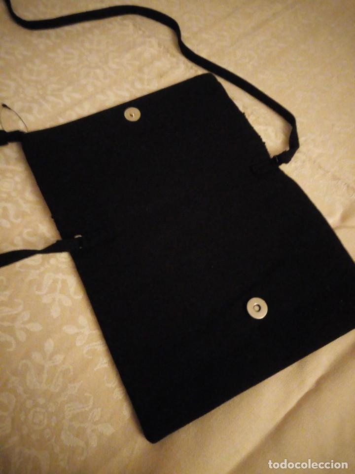 Nuevo: Bonito bolso hecho de tejido negro con pedrería. - Foto 5 - 139660602