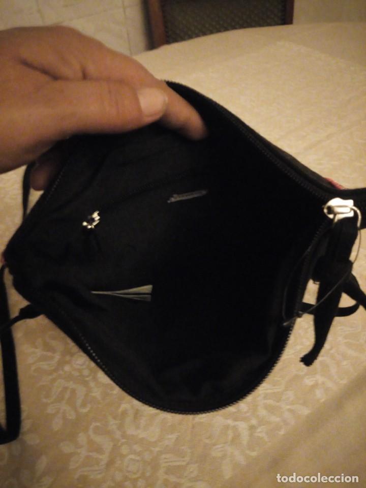 Nuevo: Bonito bolso hecho de tejido negro con pedrería. - Foto 6 - 139660602