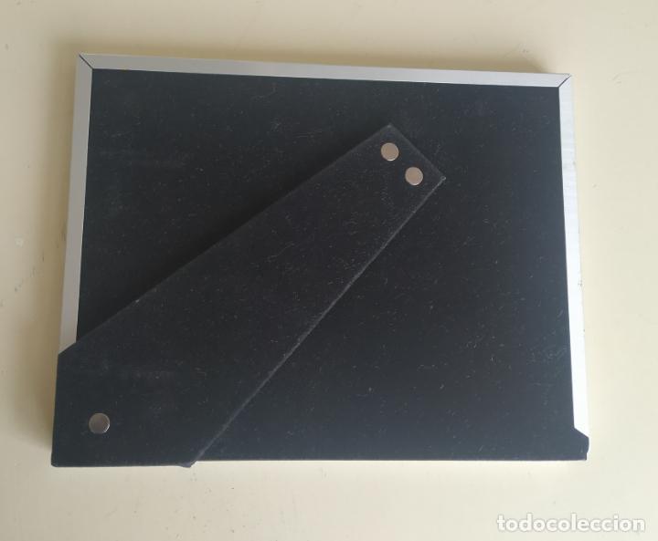 Nuevo: Original marco de fotos metálico, color plateado. Con trasera forrada de terciopelo.19,9 x 25,8 cm. - Foto 3 - 194311965