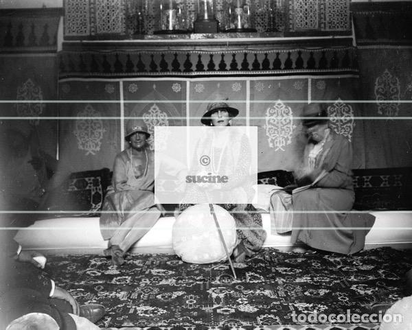 LA REINA VICTORIA EUGENIA Y DOS SEÑORAS EN UNA FIESTA EN MELILLA (Artículos Nuevos)