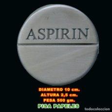 Nuevo: PISAPAPELES ASPIRINA DIAMETRO 10 CM. ALT. 2,50 CM. MUY BUENO DE REGALO UN ABRECARTAS. Lote 269273768
