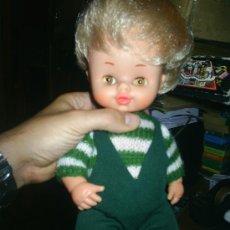 Otras Muñecas de Famosa: ANTIGUO MUÑECO DE FAMOSA CHALO VESTIDO ORIGINAL IRIS MARGARITA. Lote 26779498