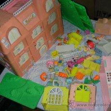 Otras Muñecas de Famosa: GRAN PALACIO CASA PIN Y PON CON MUCHOS MUÑECOS PIN Y PON Y MUCHOS ACCESORIOS DIVERSOS. Lote 46550451