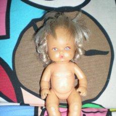 Otras Muñecas de Famosa: MUÑECA DE FAMOSA NENUCO PEQUEÑO CON FLEQUILLO Y PELO RIZADO AÑOS 80. Lote 31871685