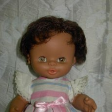 Otras Muñecas de Famosa: PRECIOSA CURRINA MULATA DE FAMOSA -MUY NUEVA-. Lote 35461943