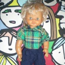 Otras Muñecas de Famosa: MUÑECO PIRULIN ARTICULADO CHICO DE FAMOSA HACE PIPI ROPA ORIGINAL POSIBLEMENTE AÑOS 90. Lote 218610312