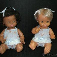 Otras Muñecas de Famosa: MUÑECAS GODINA DE FAMOSA NEGRITA Y BLANCA ROPA ORIGINAL. Lote 175414322