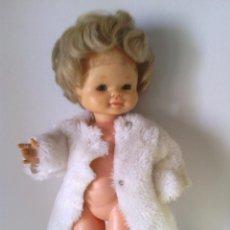 Otras Muñecas de Famosa: MUÑECA PIMMI DE FAMOSA, IRIS MARGARITA CON ABRIGO ETIQUETA. Lote 43276653