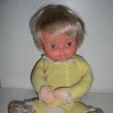 Otras Muñecas de Famosa: MUÑECA MIMITOS DE FAMOSA ANTIGUA CON CAJA DE MUSICA FUNCIONANDO AÑOS 70/80. Lote 208329921