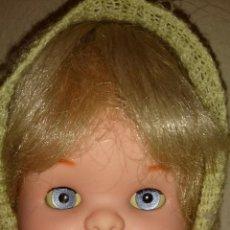 Otras Muñecas de Famosa: FAMOSA MUÑECA BEBE MADE IN SPAIN IRIS MARGARITA AZUL,CON SU VESTIDO ORIGINAL. AÑOS 70. Lote 47579891
