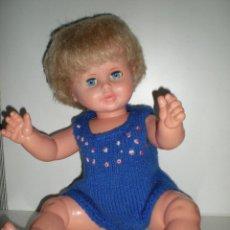 Otras Muñecas de Famosa: PRECIOSA MUÑECA DUNIA DE FAMOSA AÑOS 50 MODELO PUÑOS CERRADOS PESTAÑAS GRUESAS DE VINILO COMO NUEVA. Lote 173047294